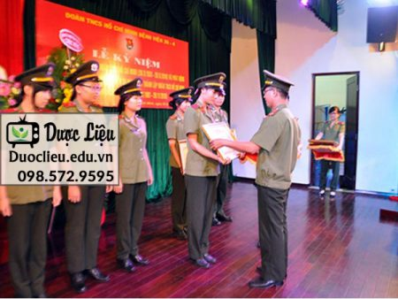 Nhân viên Bệnh Viện 30/4 được khen thưởng trong lễ kỉ niệm